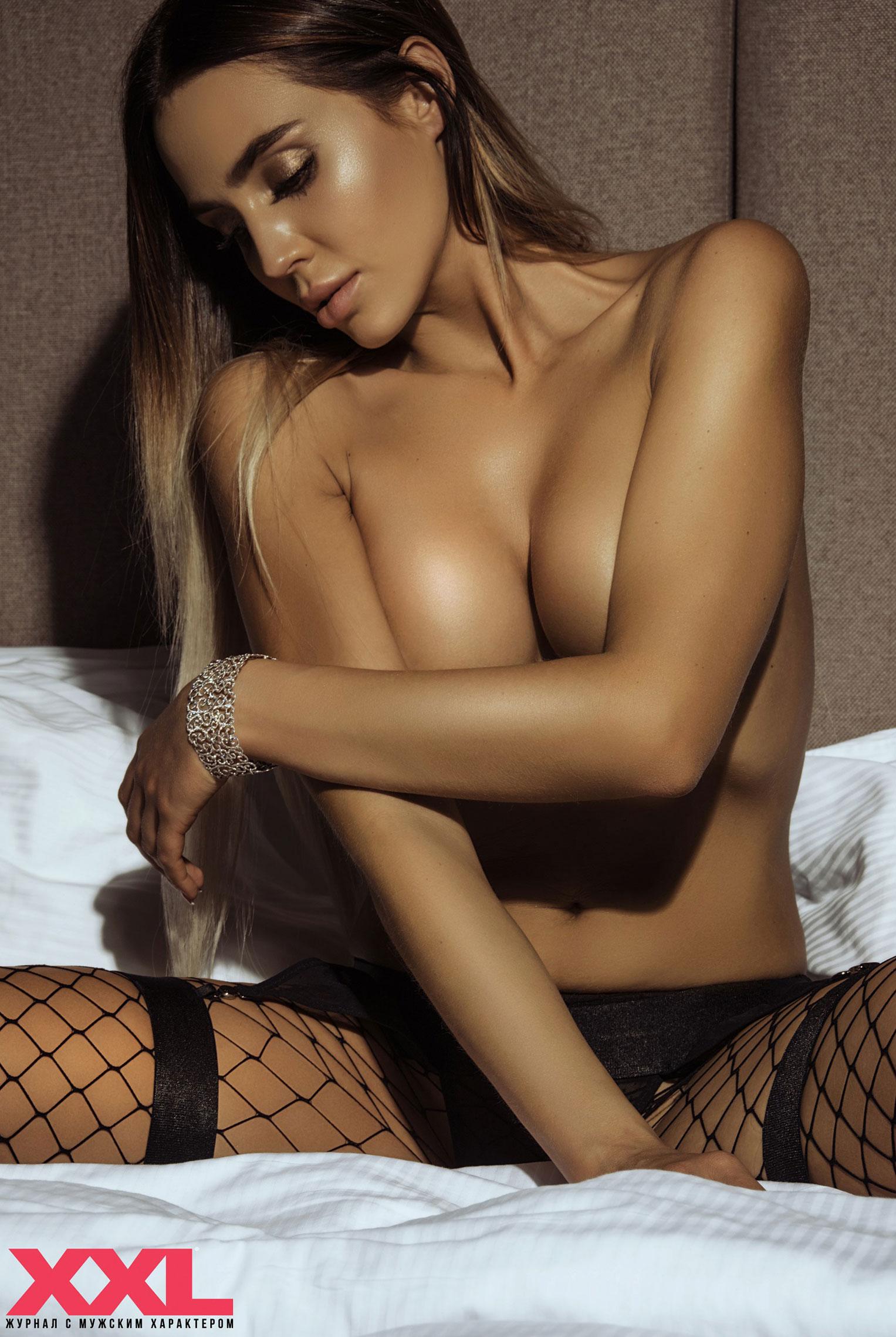 Актриса, модель и телеведущая Эмма Ди голая в мужском журнале XXL / фото 06