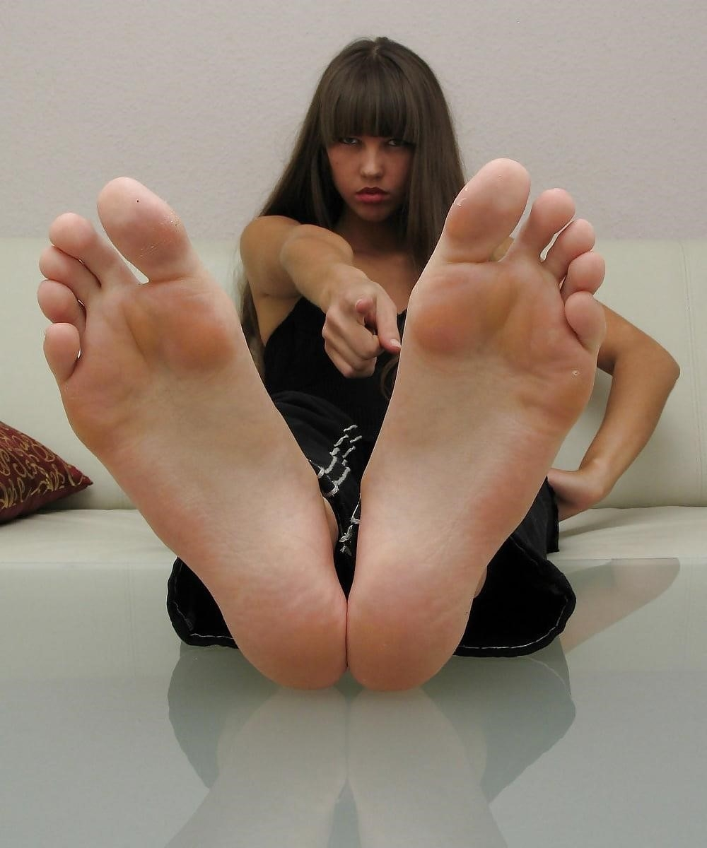 Worship my sweaty feet-3657