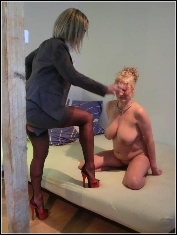 Woman foot slave-3644