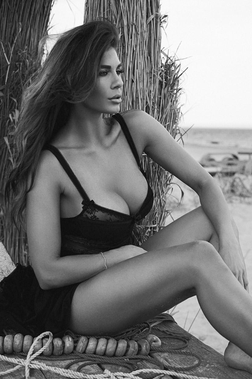 на пляже с Кориной / Corina Tievi by Silviu Sandulescu