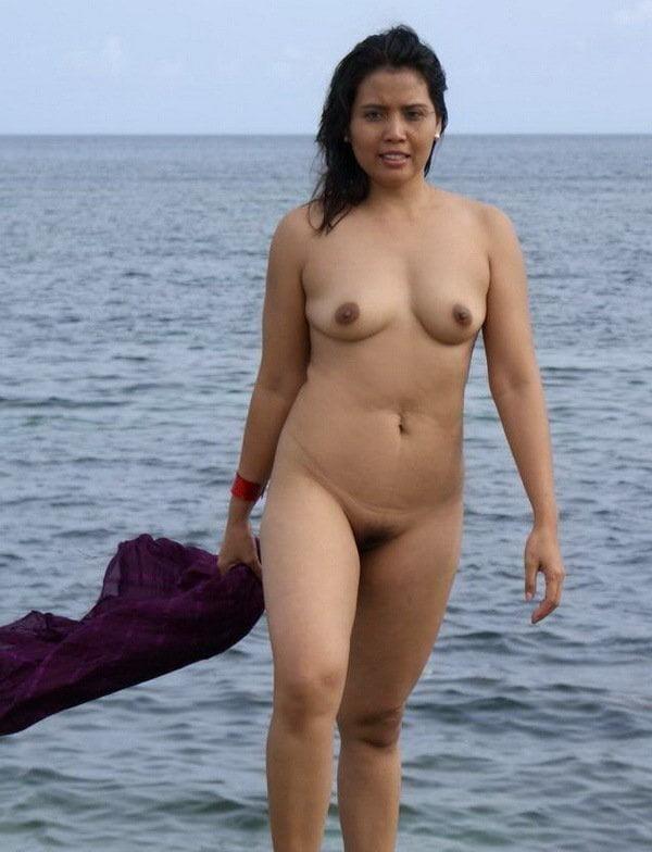 Naked asian girls outdoors-9541