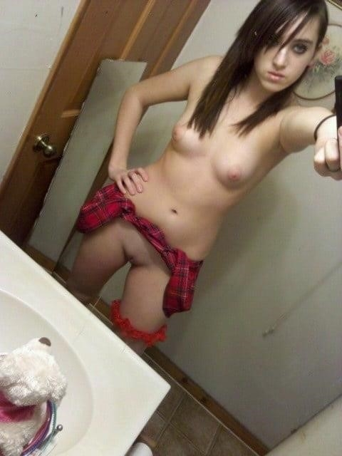 Young naked selfie-4742