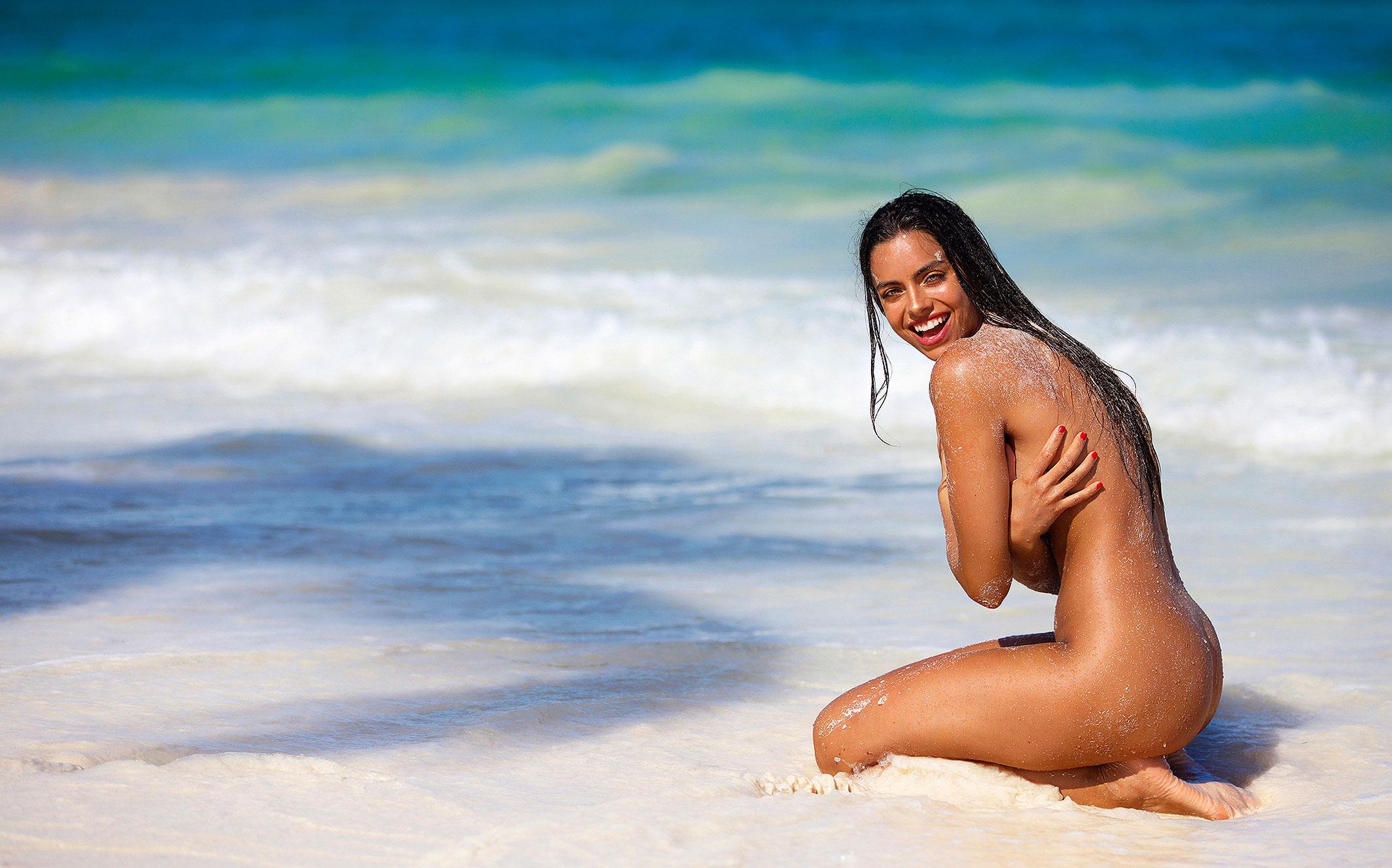 Голая пуэрториканка Присцилла Хаггинс на пляже Тулума / фото 21