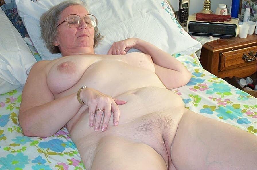 Older women cunnilingus-8944