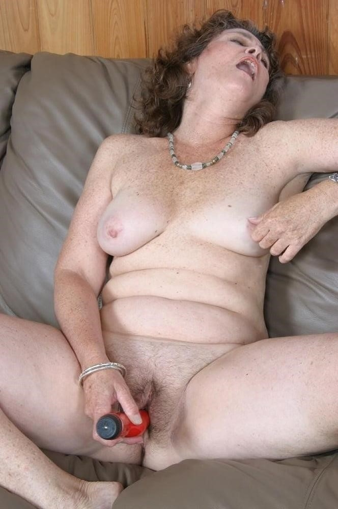 Licking her clit-4627