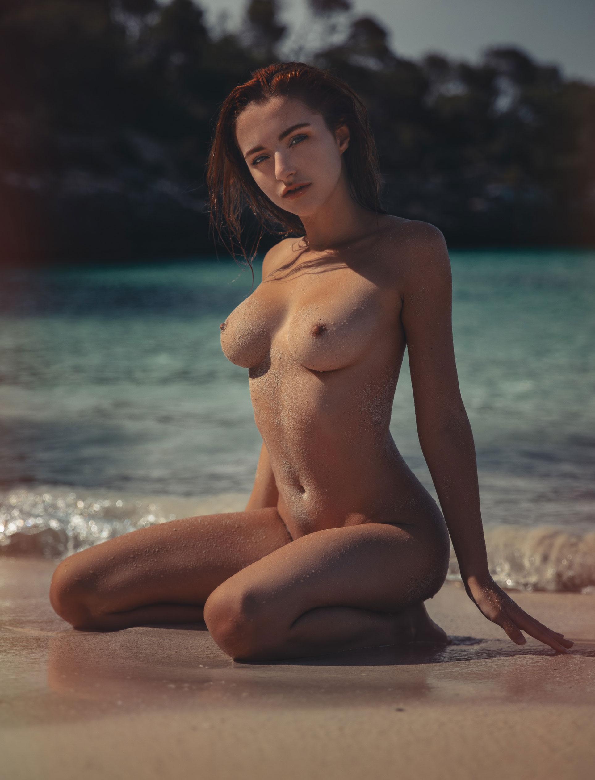 голая София на пляже / фото 12