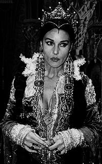 Monica Bellucci V2ldm2FN_o