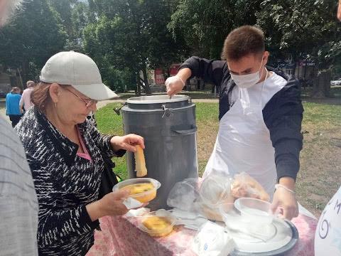 Солянка и кусочек хлеба