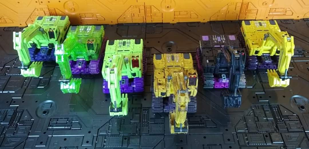 [Toyworld] Produit Tiers - Jouet TW-C Constructor aka Devastator/Dévastateur (Version vert G1 et jaune G2) - Page 11 OHDBFixK_o