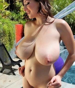 Big milf tits pic-8158