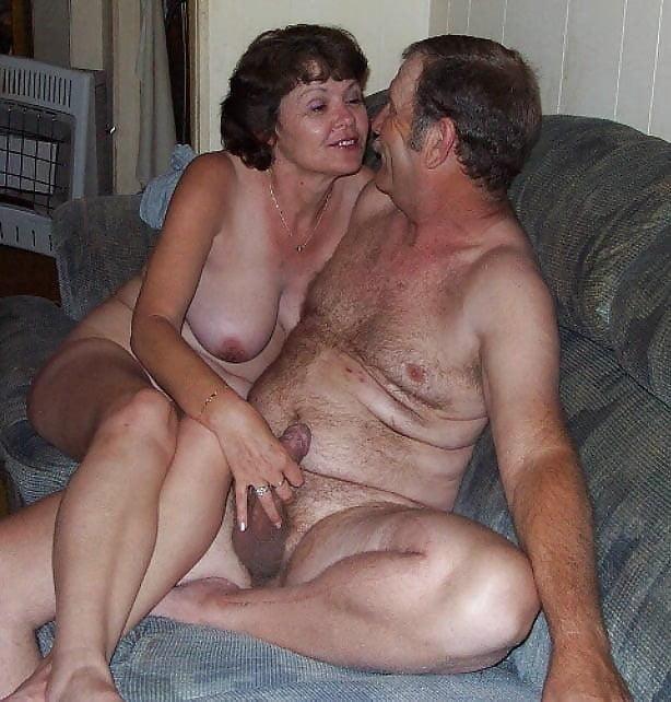 Mature couples copulating-1289