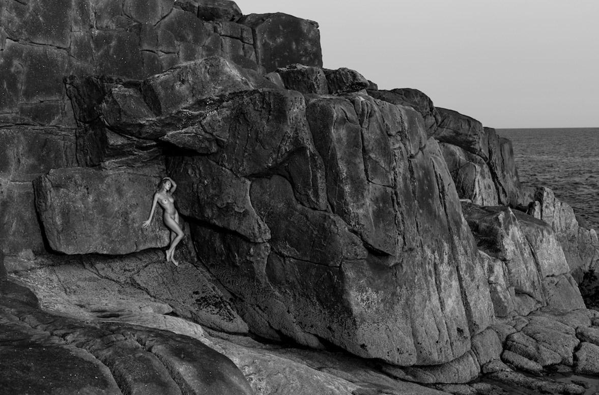 Голая исследовательница скал / Katia Martin by Arthur Hubert Legrand / Yume Magazine