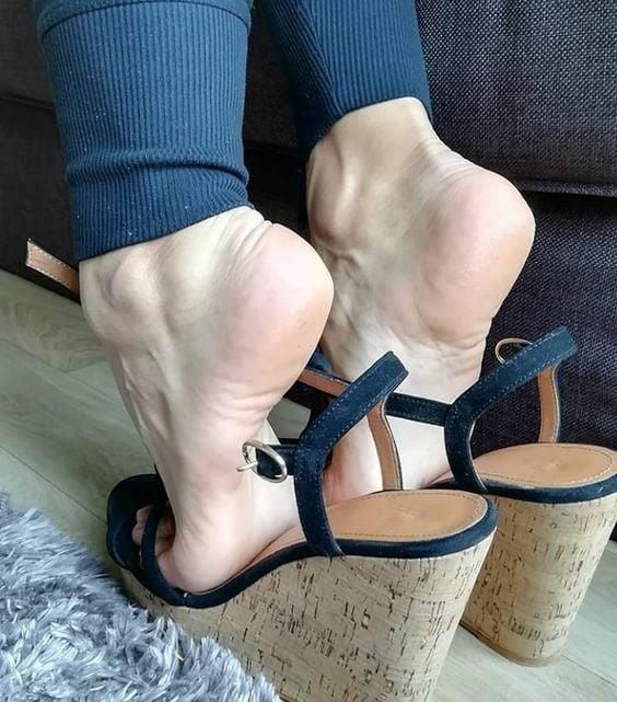 Sexy women feet porn-3600