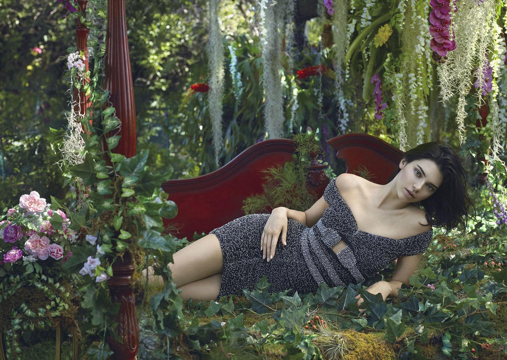 Kendall Jenner в рекламной кампании модного бренда La Perla, осень-зима 2017