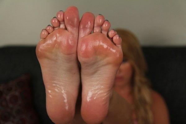 Beautiful feet babes-4217