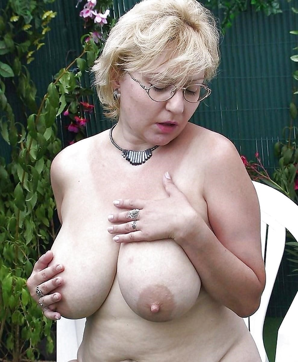Beautiful naked mature men-5887