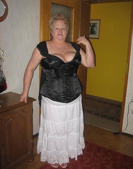 Busty granny porn pics-5050