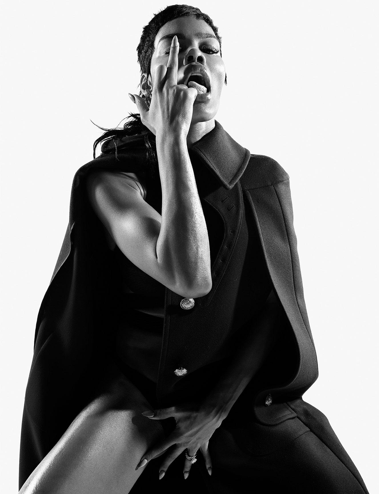 Тейяна Тейлор в хаос-выпуске журнала i-D, лето 2020 / фото 10