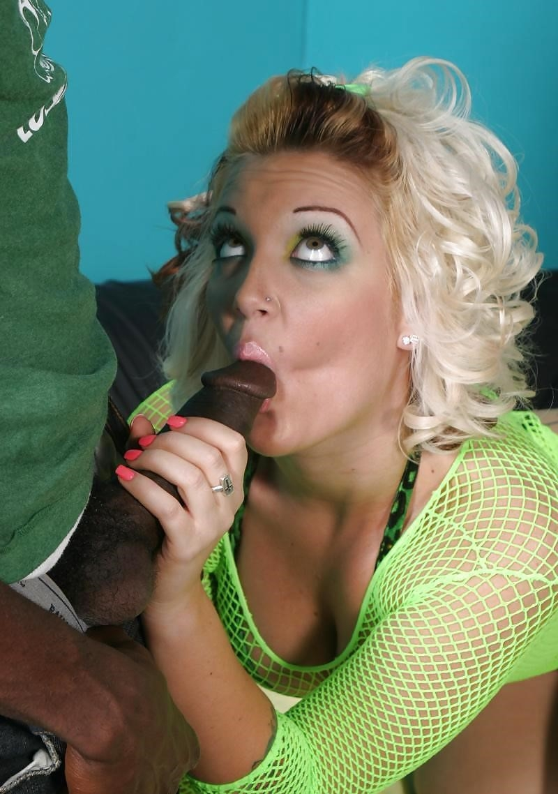 Interracial blowjob pic-8164