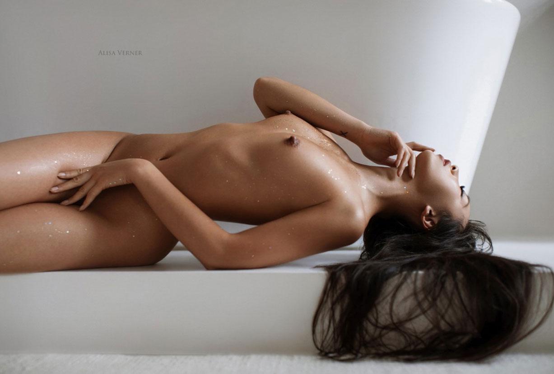 голая азиатская девушка в ванной / фото 07
