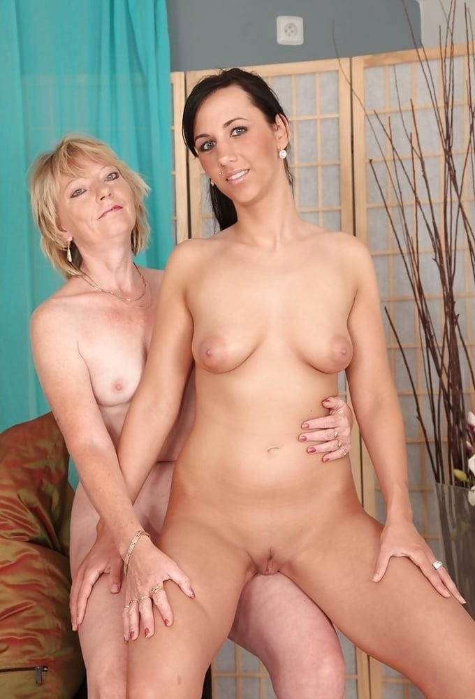 Young and old lesbian pictures-9650