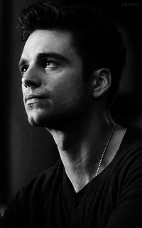 Sebastian Stan MYl51wff_o