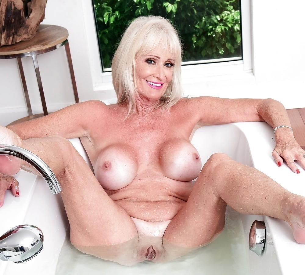 Naked granny porn-2917