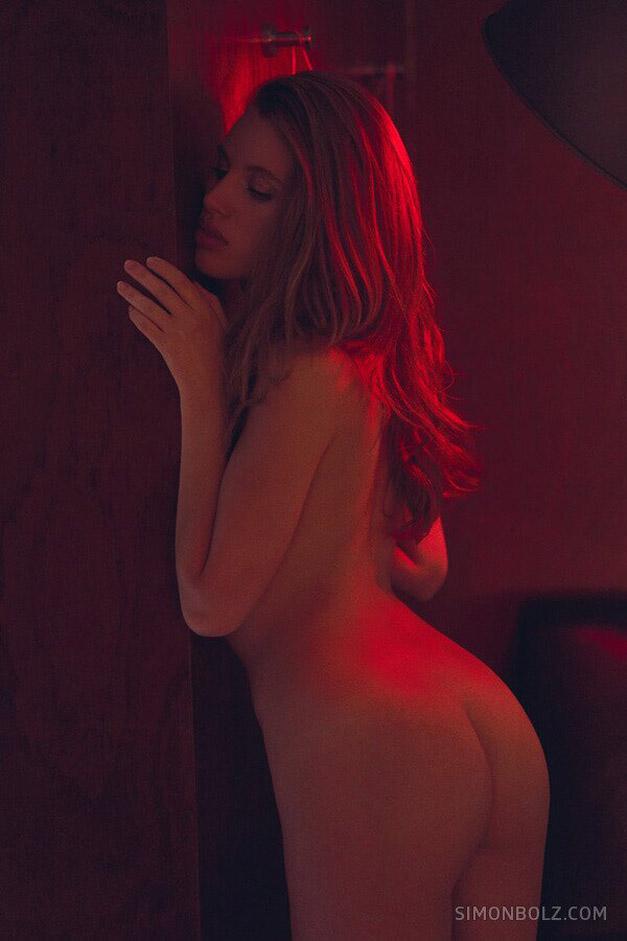 голая Катя в фотолаборатории / фото 07