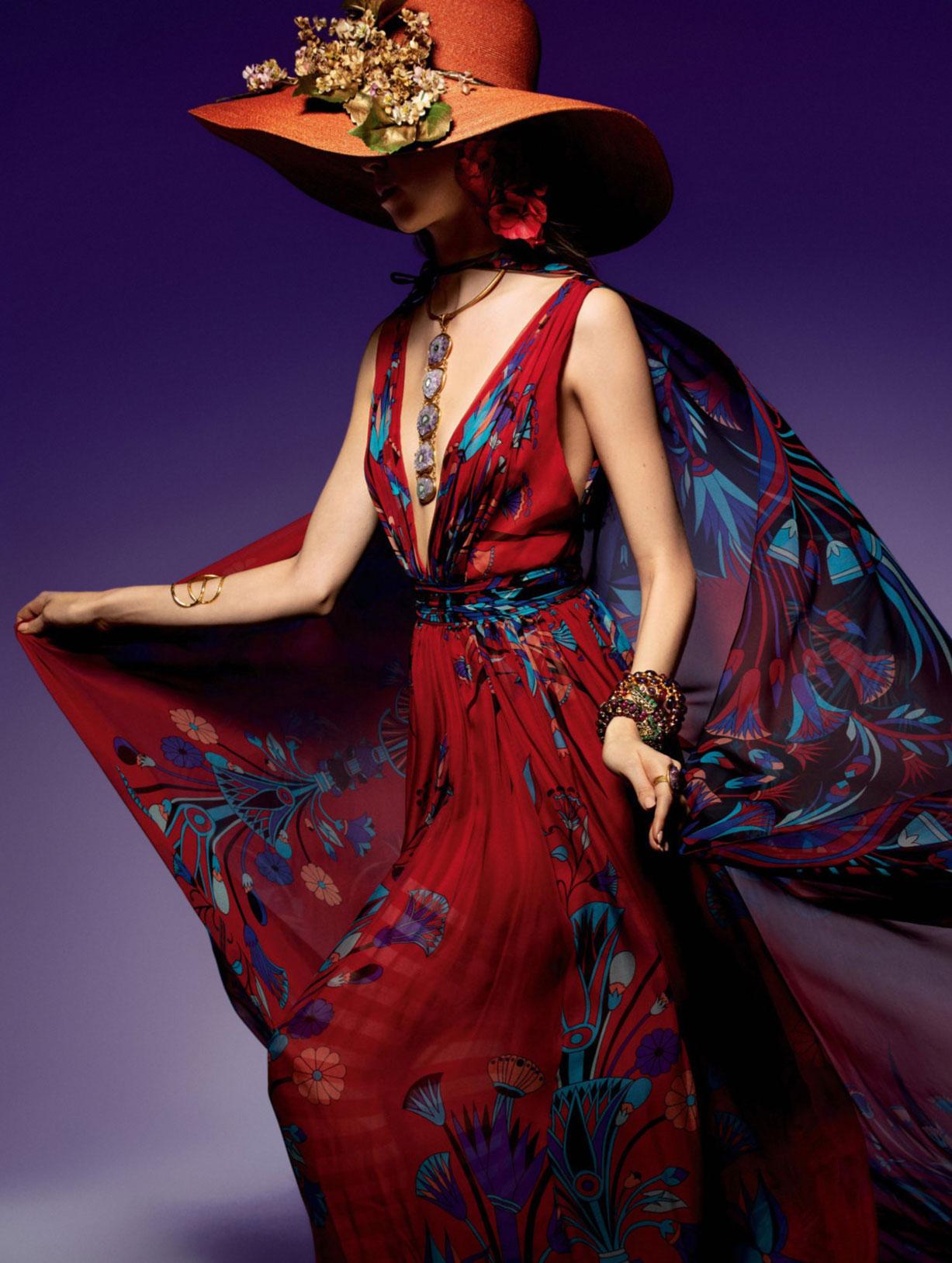 Vogue Paris May-June 2020 / Gigi Hadid, Bella Hadid, Rianne van Rompaey, Vaughan Ollier / фото 17