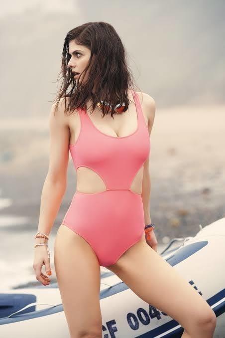 Sexy tight boobs pics-5109