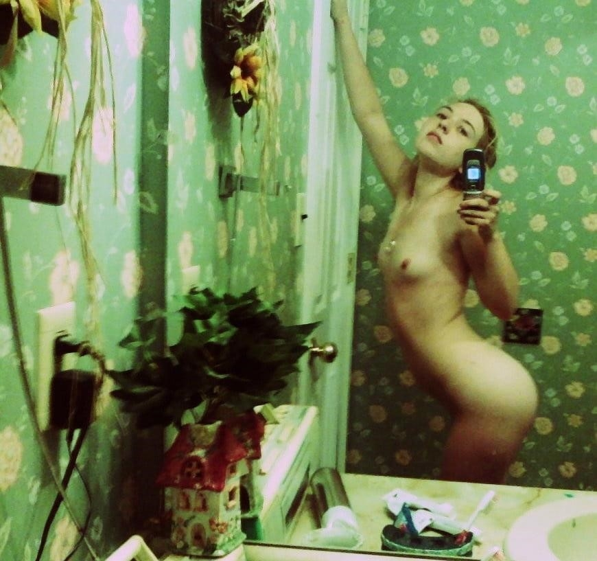 Young naked selfie-2580