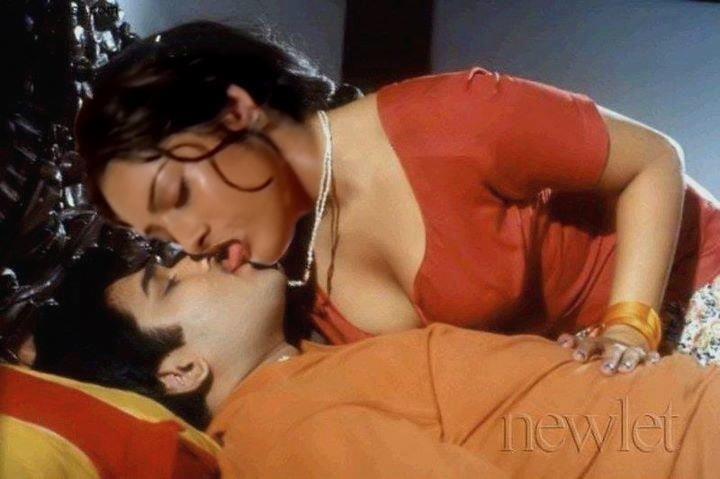 Meena hot kiss-4563