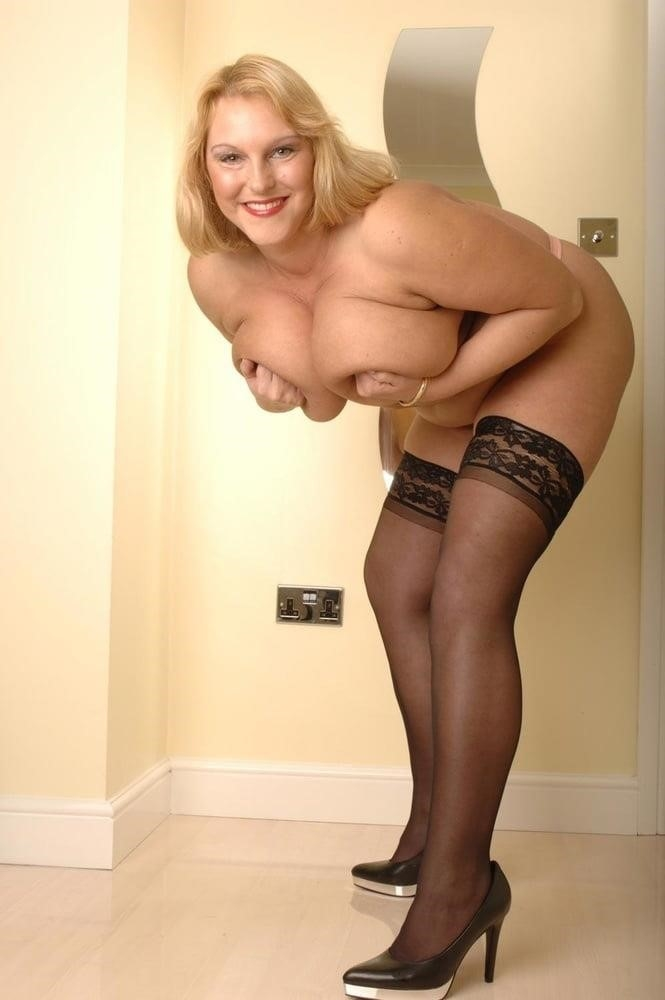 Mature in stockings pic-7298