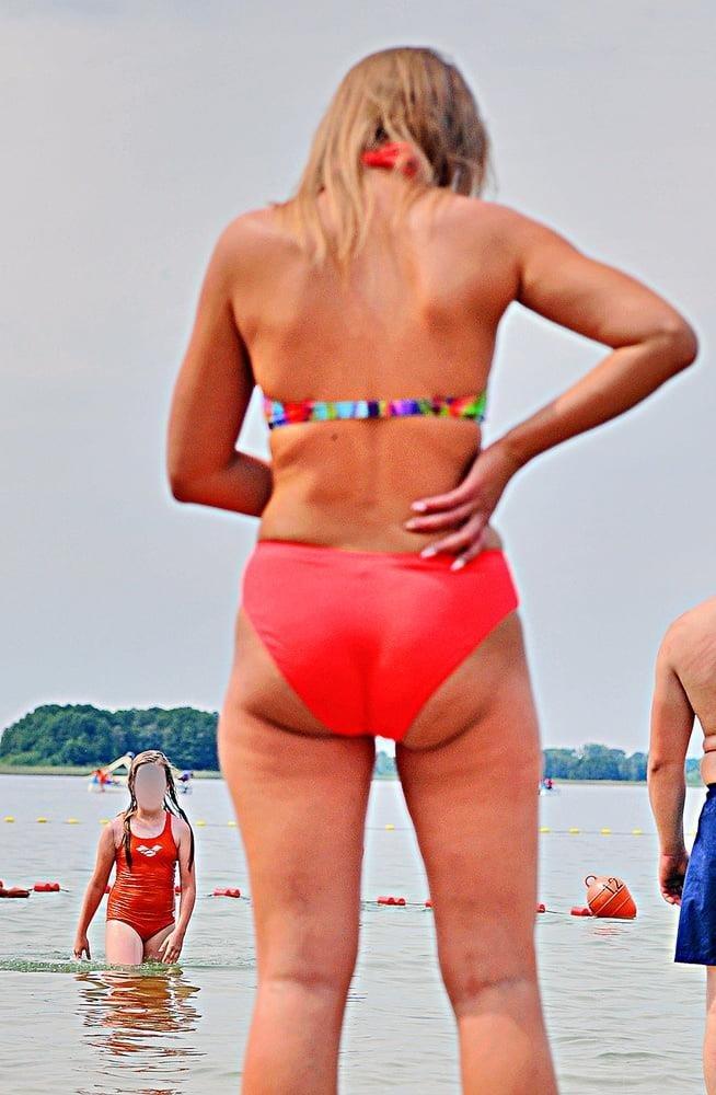 Cunnilingus on beach-5335