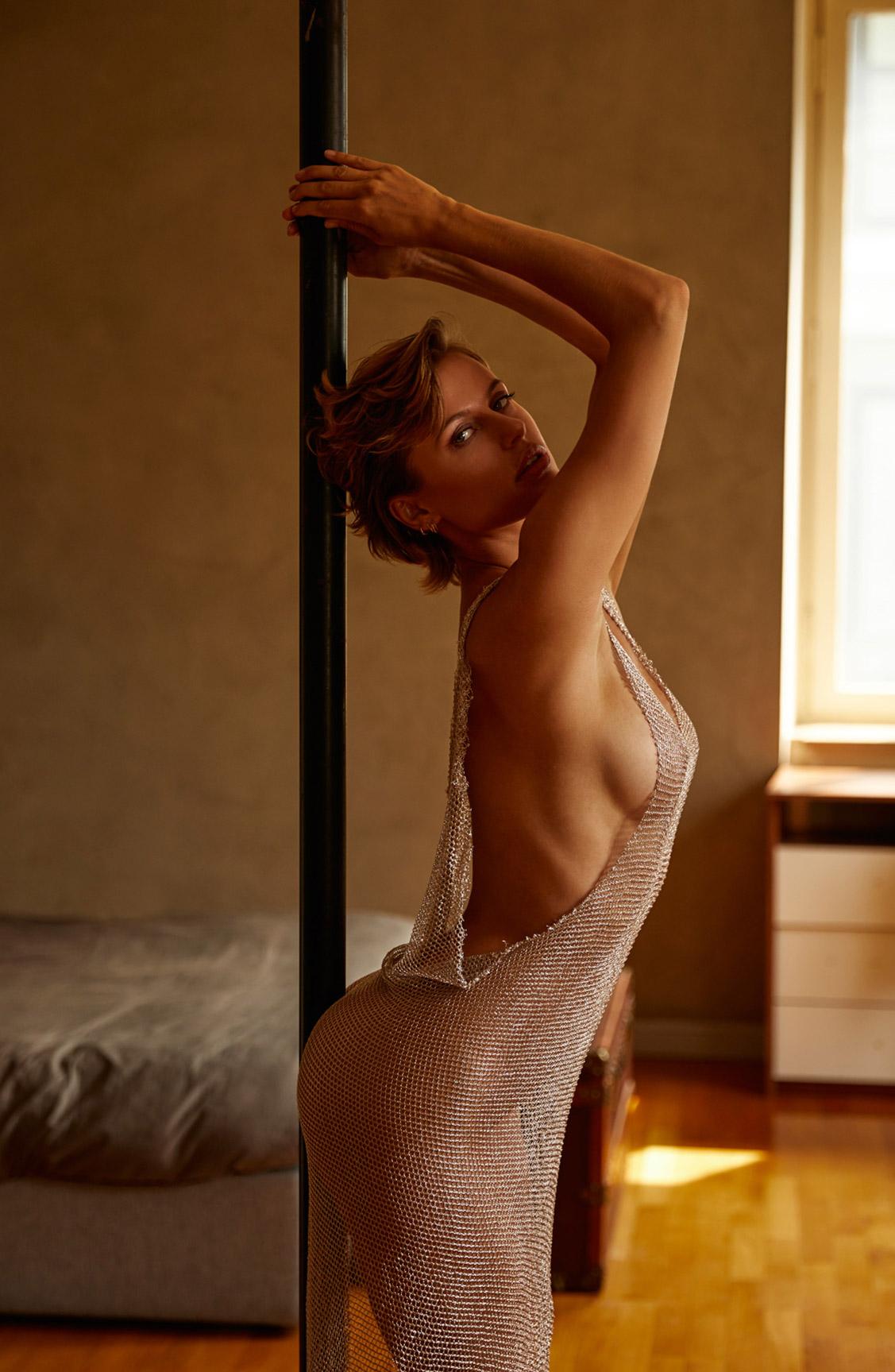 сексуальная Ольга де Мар ждет наступления темноты / фото 02