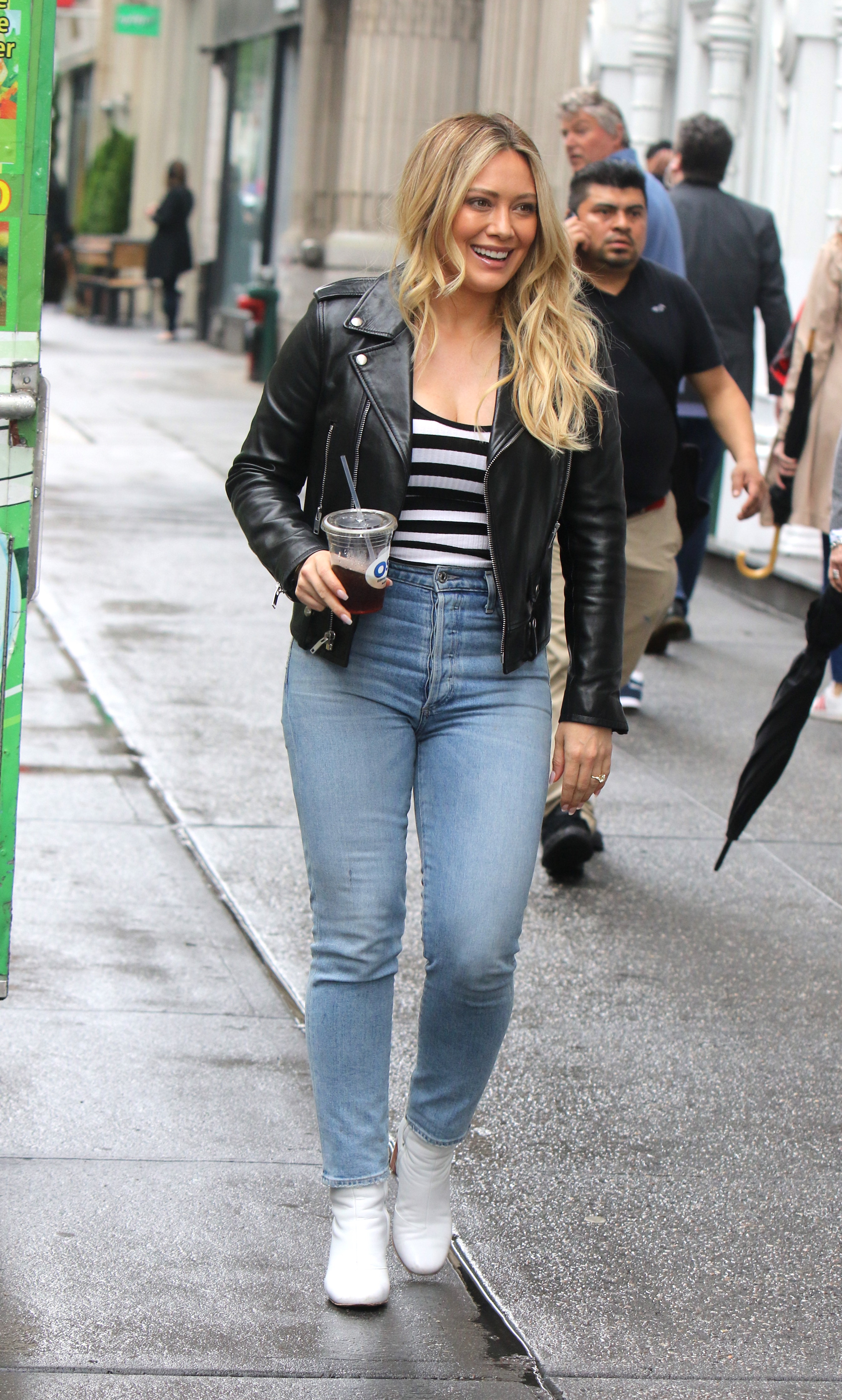 Hilary Duff – on the set of 'Younger' in NYC 10-05-2019