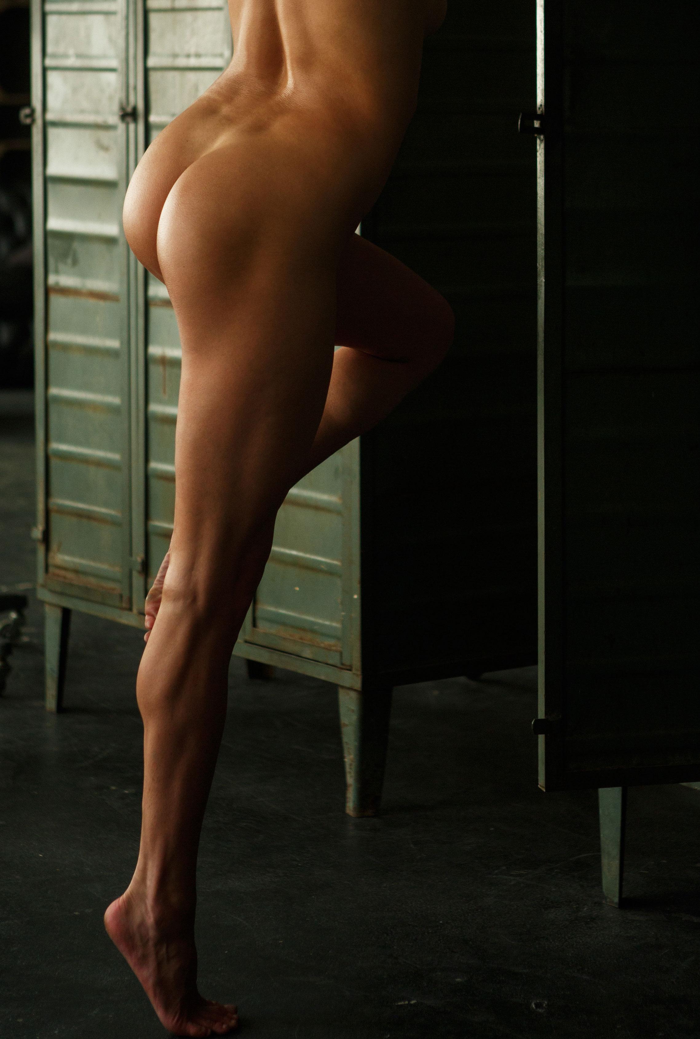 голая Клара в спортзале / фото 13