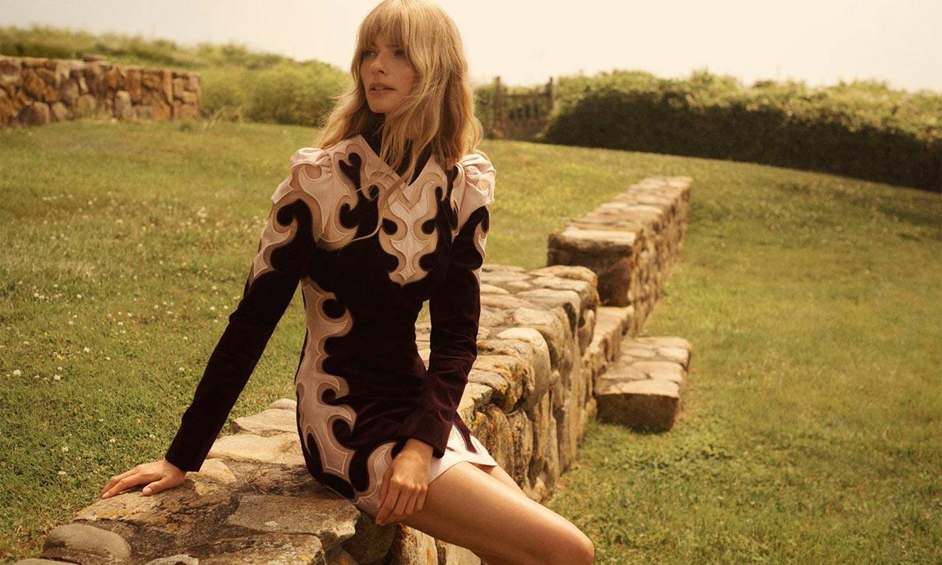 Джулиа Стегнер в одежде из модной коллекции Zimmermann, сезон осень-зима 2020-2021 / фото 07