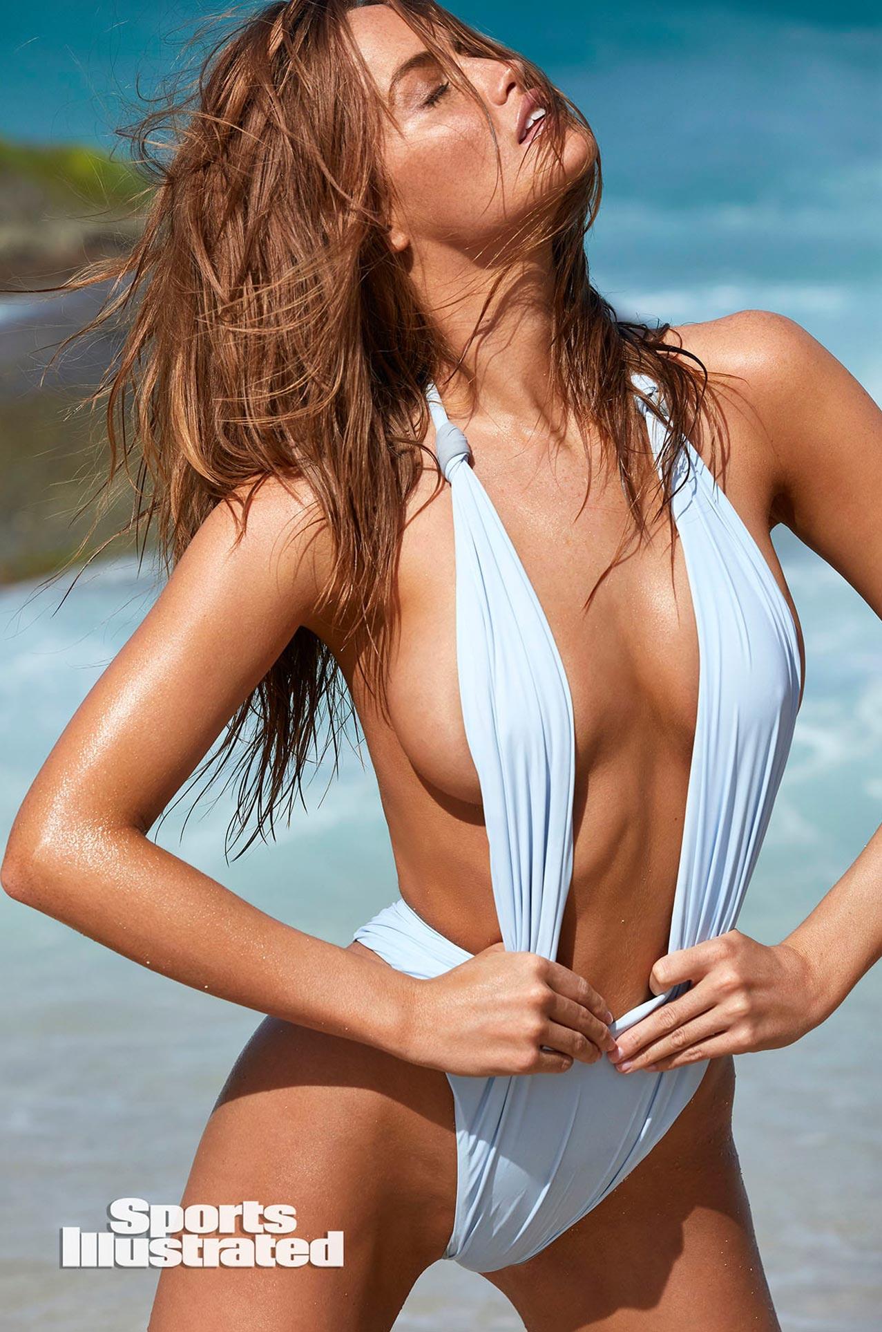 Хейли Калил в каталоге купальников Sports Illustrated Swimsuit 2020 / фото 20