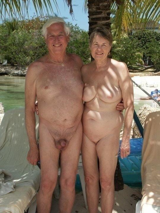 Mature couples copulating-8550