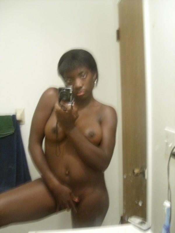 Naked black girl selfie-7555