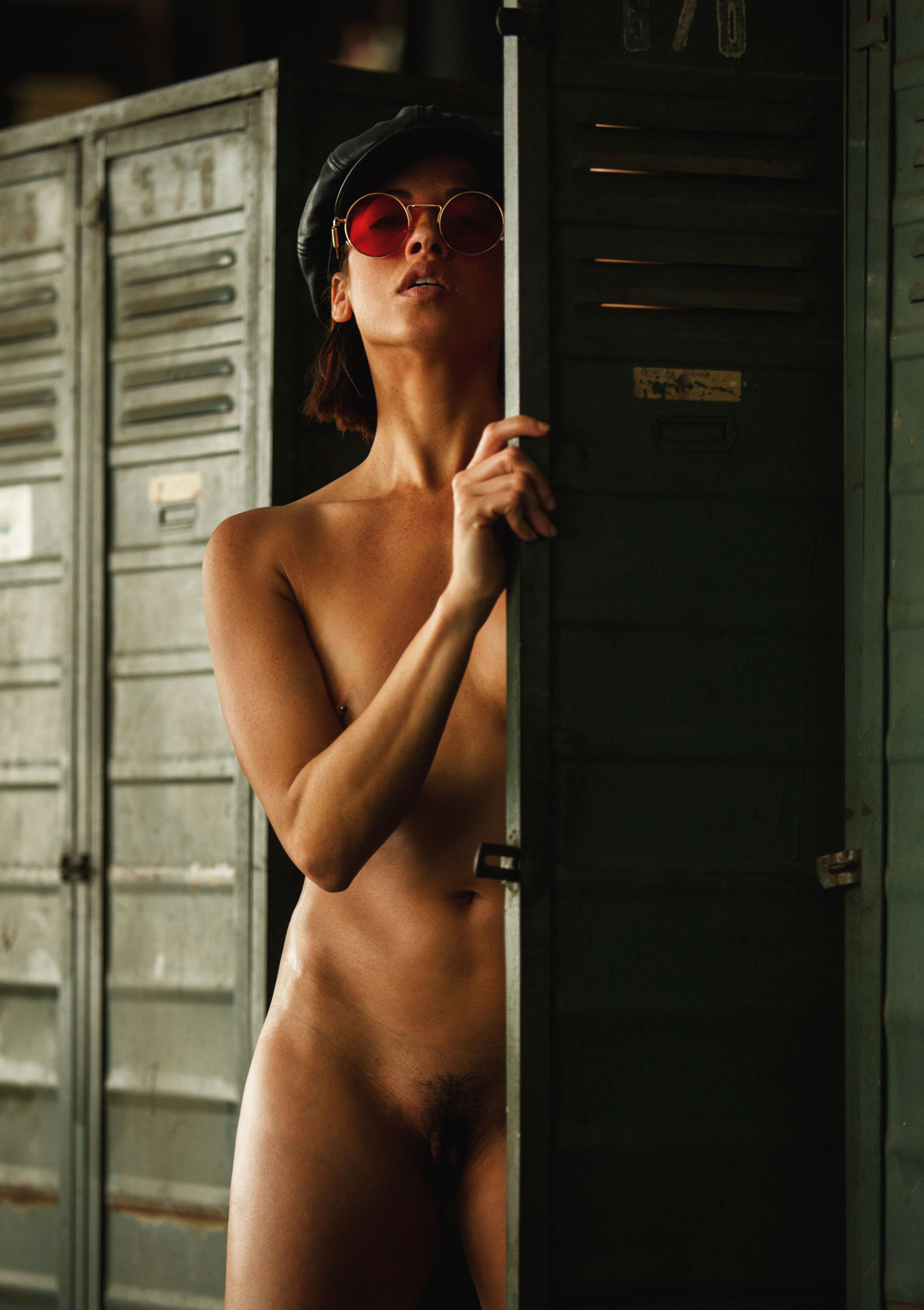голая Клара в спортзале / фото 05
