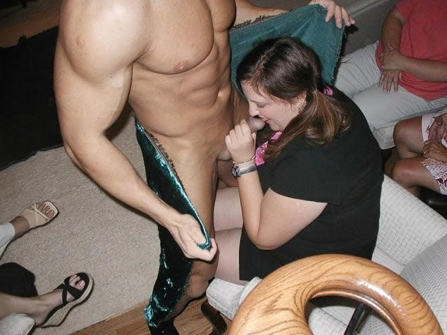 Male stripper gets naked-1012