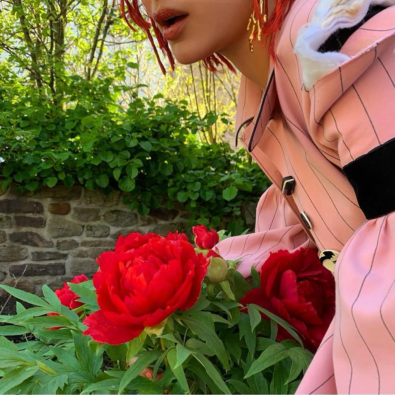 Белла Хадид на страницах журнала i-D Magazine, лето 2020 / фото 02