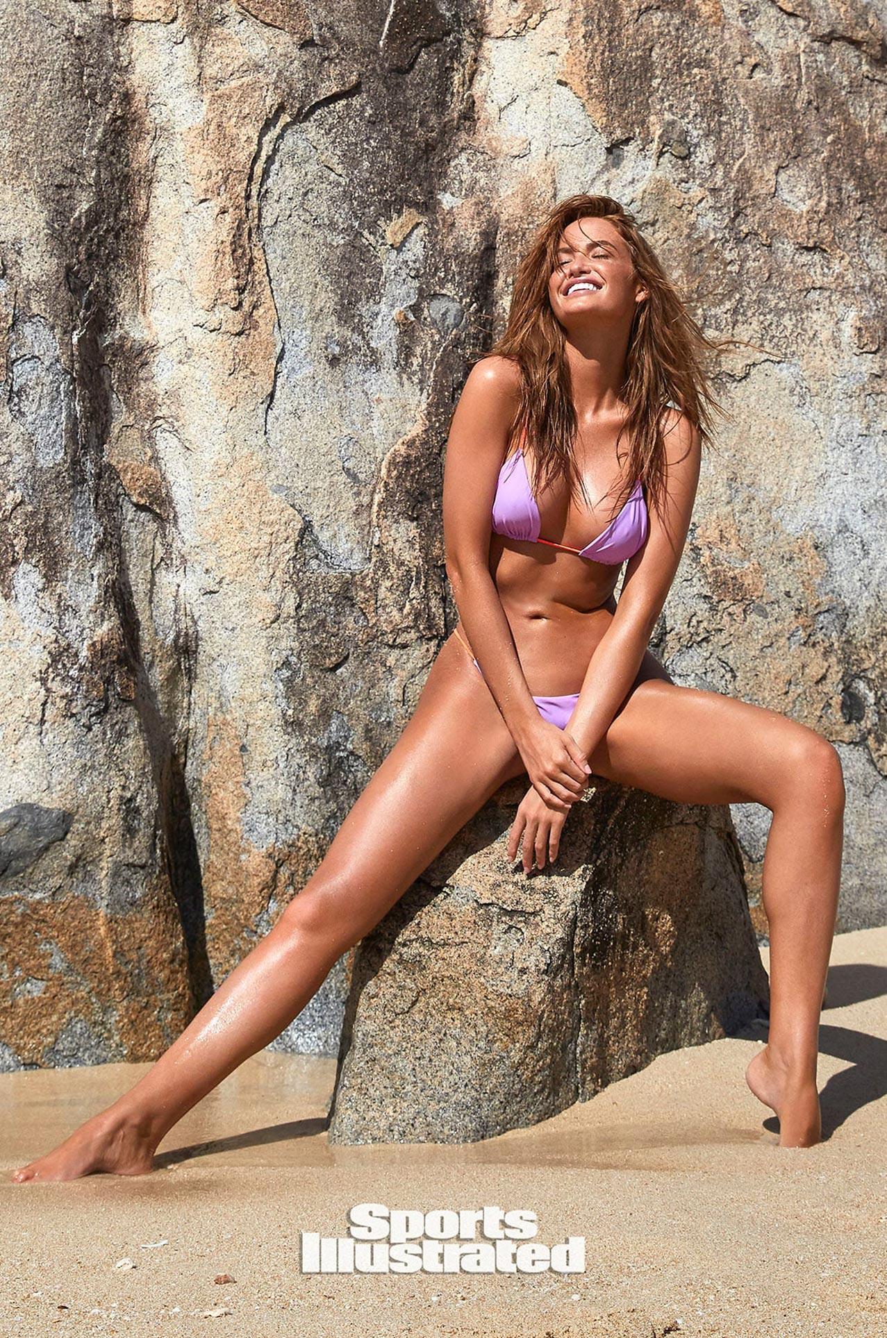 Хейли Калил в каталоге купальников Sports Illustrated Swimsuit 2020 / фото 14