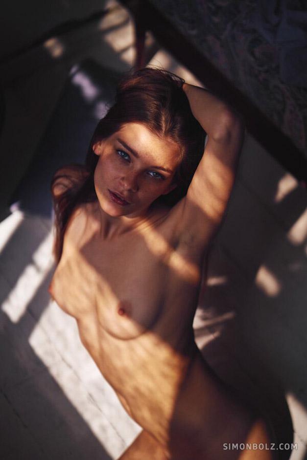Однажды в Риге - обнаженная Анна Райс, фотограф Симон Болц / фото 10