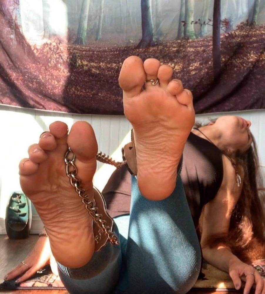 Hot feet domination-1567