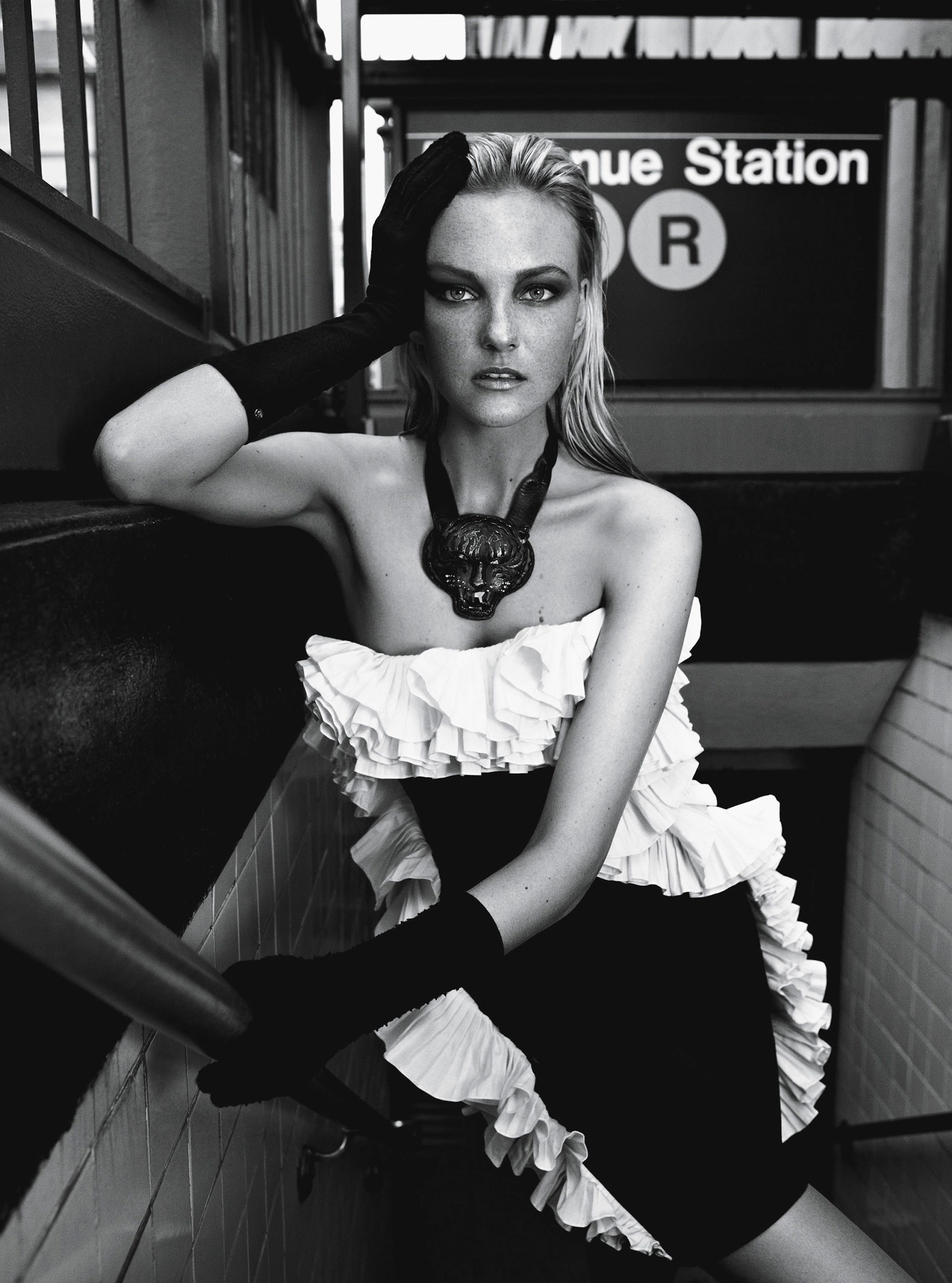 Caroline Trentini by Fabio Bartelt - Vogue Brasil september 2012