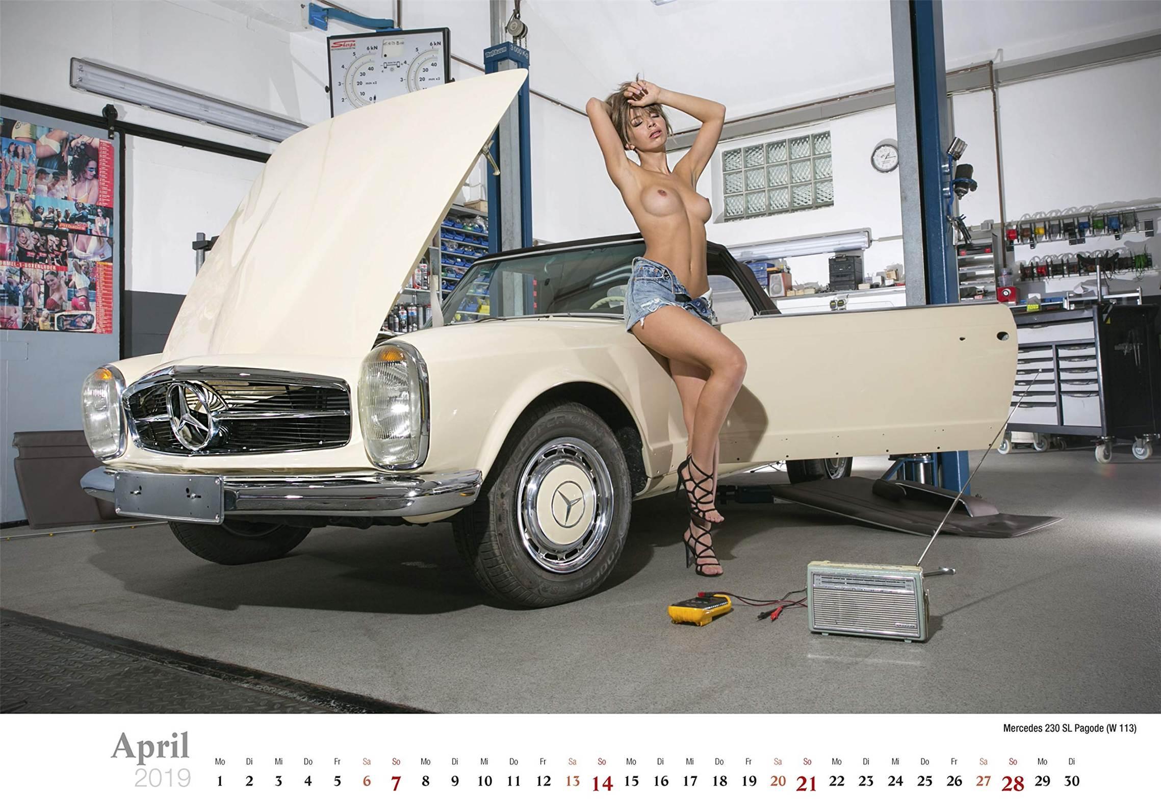 Сексуальные девушки ремонтируют автомобили / Mercedes 230 SL Pagode / Schraubertraume / 2019 erotic calendar by Frank Lutzeback