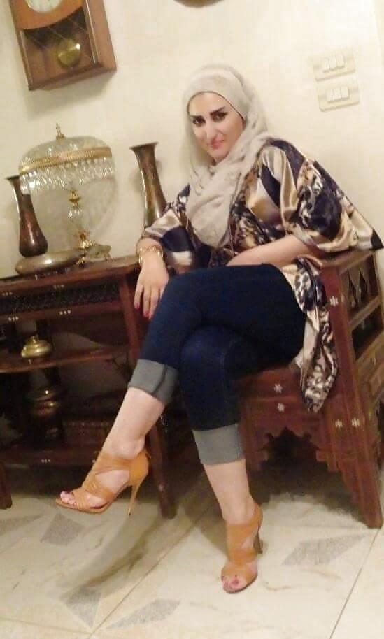 Arab foot slave-8557